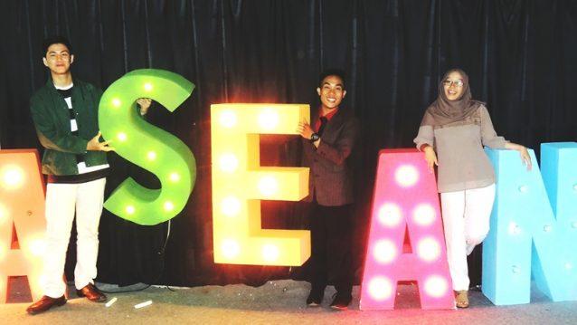 MAHASISWA HI BINUS TERPILIH MENJADI PEMENANG LOMBA PUBLIC SPEAKING MEA (ME AND ASEAN)